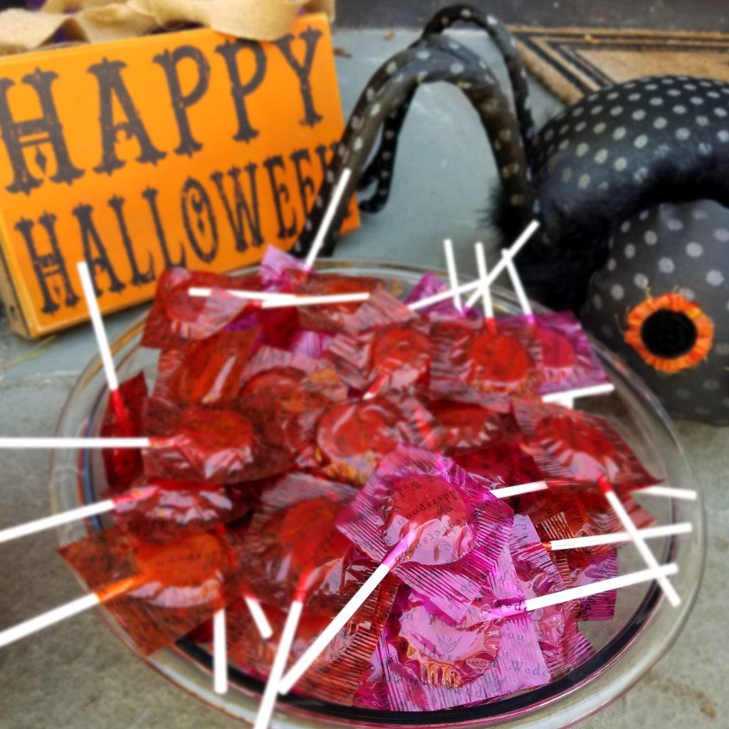 Alternative Halloween Candy Honey Pops made with Wedderspoon Manuka Honey | The Brit in Boston